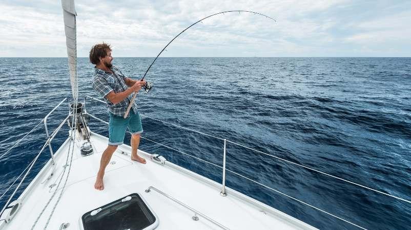 Vive Oliva actividad turismo pesca radical en el mar