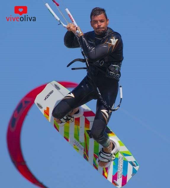 ¿Cómo puedo hacer KiteSurf en Oliva? ¡Si quieres saberlo pincha aquí!
